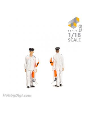 Tiny Hobby 1:18 Figure 22 - 1980's Ambulanceman
